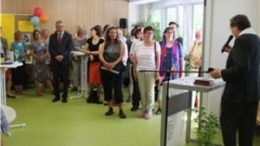 Pater Nikolaus Natke segnete die R?ume des Familienzentrums. Foto: Caritasverband leipzig e.V.