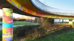 Die umgestaltete S-Bahn-Br?cke in Gr?nau. Foto: Benita Ruschitzky