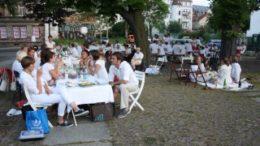 Wei?es Dinner heute in Gr?nau. Foto: www.leipziger-stadtteilexpeditionen.de