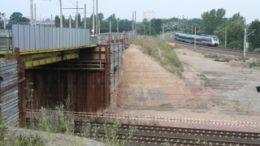 Blick an Damm und Behelfsbr?cke entlang zur S-Bahn