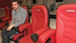 Theaterleiter Georg Wehrstadt auf einem der neuen D.Box-Motion-Kinosessel. Foto: Andr? Kempner
